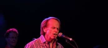 Catching Up with Beach Boys' Al Jardine – 4 Photos