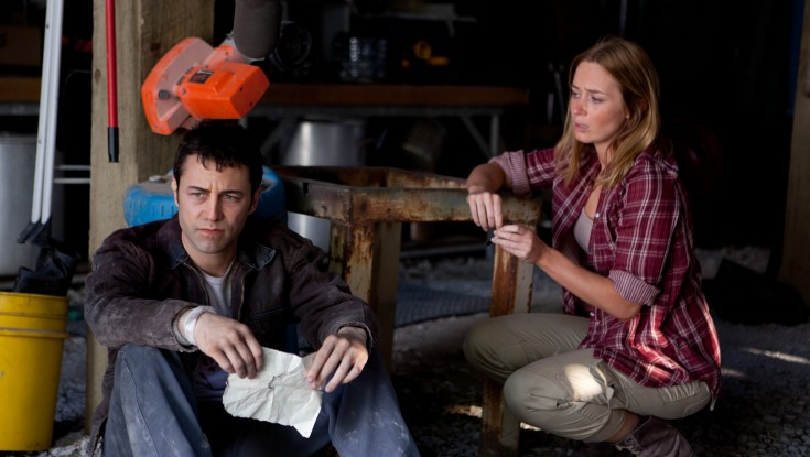 Gordon-Levitt Tackles Time Travel in 'Looper' – 3 Photos