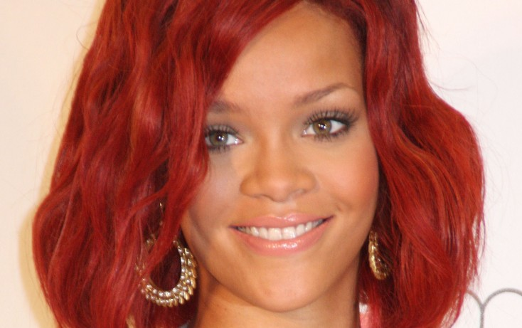 Rihanna Debuts 'Diamonds' Worldwide