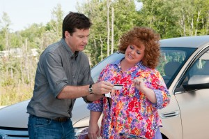"JASON BATEMAN shares driver's license with MELISSA MCCARTHY in the film ""Identity Thief."" ©Guy D'Alema/Universal Pictures."