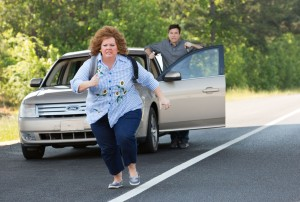 "MELISSA MCCARTHY tries to get away from JASON BATEMAN in ""IDENTITY THIEF."" ©Universal Pictures. CR: Bob Mahoney."