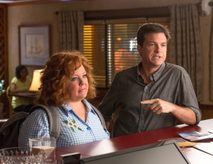 "JASON BATEMAN and MELISSA MCCARTHY star in ""IDENTITY THIEF."" ©Universal Pictures. CR: Bob Mahoney."