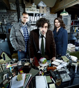 "Richard Macduff (DARREN BOYD), Dirk Gently (STEPHEN MANGAN) and Susan Harmison (HELEN BAXENDALE) in ""Dirk Gently."" ©BBC FOUR."