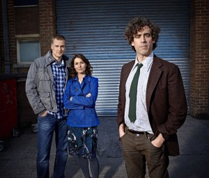 "Richard Macduff (DARREN BOYD), Susan Harmison (HELEN BAXENDALE) and Dirk Gently (STEPHEN MANGAN) in ""Dirk Gently."" ©BBC FOUR."