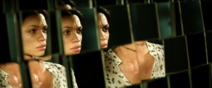 "Rosario Dawson as ""Elizabeth"" in Danny Boyle's ""TRANCE."" ©Fox Searchlight."
