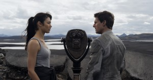"Julia (OLGA KURYLENKO) provides Jack (TOM CRUISE) clues to his past in ""Oblivion."" ©Universal Studios."