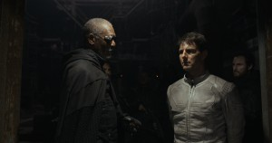 "(L to R, foreground) Beech (MORGAN FREEMAN) holds Jack (TOM CRUISE) captive in ""Oblivion."" ©Universal Studios."