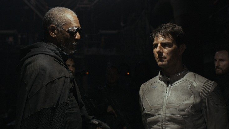 Cruise Soars in Stylish 'Oblivion'  – 3 Photos