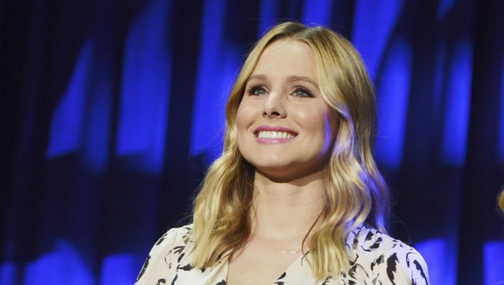 Kristen Bell Sings Praises of 'Frozen,' 'Mars' – 4 Photos
