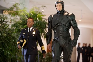 "Marianne Jean-Baptiste and Joel Kinnaman in Columbia Pictures' ""ROBOCOP. ©Columbia Pictures/MGM."