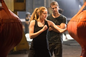 SHAILENE WOODLEY and THEO JAMES star in DIVERGENT. ©Summit Entertainment. CR: Jaap Buitendijk.