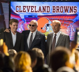 DENIS LEARY, FRANK LANGELLA andKEVIN COSTNER star in DRAFT DAY. ©Summit Entertainment, LLC. CR: Dale Robinette