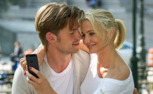 Carly (Cameron Diaz) enjoys the attention of her beau Mark King (Nikolaj Coster-Waldau) - before learning that he´s a three-timing S.O.B. in THE OTHER WOMAN. ©20th Century Fox. CR: Barry Wetcher.