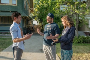 "Teddy Sanders (ZAC EFRON) has a chat with neighbors Mac (SETH ROGEN) and Kelly Radner (ROSE BYRNE) in ""Neighbors."" ©Universal Pictures. CR: Glen Wilson."