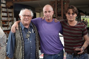 Left to Right: Ralph Steadman, Director Charlie Paul, Johnny Depp in FOR NO GOOD REASON. ©Sony Pictures Classics. CR: Lucy Paul