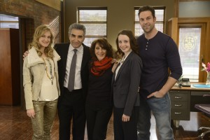 (l-r) Azura Skye as Sandy Engel-Karinsky, Eugene Levy as Arthur Horowitz, Andrea Martin as Ceil Engel, Kacey Rohl as Jenna Engel and Benjamin Arthur as Jimmy Engelin WORKING THE ENGELS . ©NBCUniversal Media, LLC. CR: Steve Wilke/NBC.