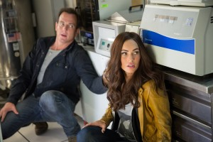 Left to right: Will Arnett plays Vern Fenwick and Megan Fox plays April O'Neil in TEENAGE MUTANT NINJA TURTLES. ©Paramount Pictures. CR: Mark Fellman.