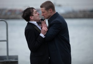 (l-r) Robin Lord Taylor and Ben McKenzie star in GOTHAM. ©Fox Broadcasting. Cr: Jessica Miglio/FOX