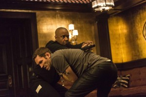 McCall (DENZEL WASHINGTON) takes out one of Slavi's thugs (NASH EDGERTON) in Columbia Pictures' THE EQUALIZER. ©CTMG. CR: Scott Garfield.