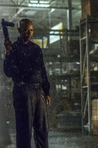 McCall (DENZEL WASHINGTON) has it in for Teddy in Columbia Pictures' THE EQUALIZER. ©CTMG. CR: Scott Garfield.