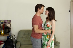 (l to r.) Jeremy Renner and Rosemarie DeWitt star as husband and wife, Gary and Sue Webb, in KILL THE MESSENGER. ©Focus Features. CR: Chuck Zlotnick.