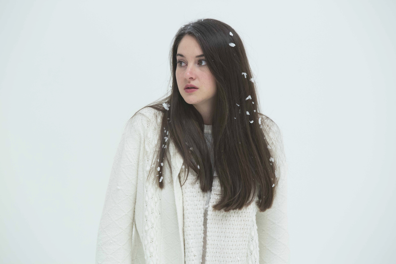 Shailene woodley white bird in a blizzard incomplete 4