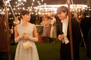 (L to R) Felicity Jones stars as Jane Wilde and Eddie Redmayne stars as Stephen Hawking in Academy Award winner James Marsh's THE THEORY OF EVERYTHING. ©Focus Features. CR: Liam Daniel.