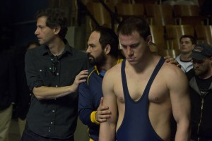 (l-r) Director Bennett Miller, Mark Ruffalo and Channing Tatum on the set of FOXCATCHER. ©Sony Pictures Classics. CR: Scott Garfield.