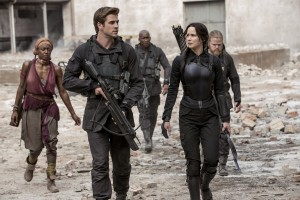 (From left to right) Commander Paylor (Patina Miller), Gale Hawthorne (Liam Hemsworth), Boggs (Mahershala Ali), Katniss Everdeen (Jennifer Lawrence), and Pollux (Elden Henson) in THE HUNGER GAMES: MOCKINGJAY PART 1. ©Lionsgate. CR: Liam Hemsworth.