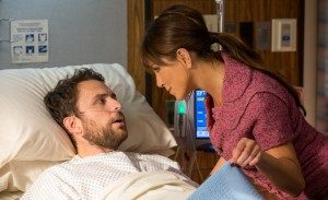 Dale Arbus as Charlie Day and Jennifer Aniston as Dr. Julia Harris, D.D.S. in HORRIBLE BOSSES 2. ©Warner Bros. Entertainment. CR: John P. Johnson.