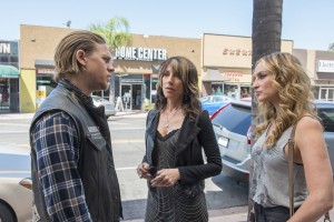 "(L-R) Charlie Hunnam as Jackson ""Jax"" Teller, Katey Sagal as Gemma Teller and Drea De Matteo as Wendy Case in SONS OF ANARCHY. ©FX Network. CR: Prashant Gupta/FX"
