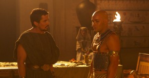 Christian Bale (left) stars as Moses and Joel Edgerton stars as Ramses in EXODUS: GODS AND KINGS. ©20th Century Fox. CR: Kerry Brown.