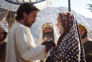 Moses (Christian Bale) weds Zipporah (María Valverde)with her father, Jethro (Kevork Mailkyan, center) in EXODUS: GODS AND KINGS. ©20th Century Fox. CR: Kerry Brown.