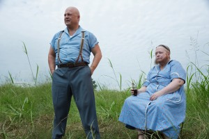 (L-R) Michael Chiklis as Dell Toledo, Kathy Bates as Ethel Darling in AMERICAN HORROR STORY: FREAK SHOW. ©FX. CR: Michele K. Short/FX
