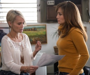 (L to R) Vicky (KRISTIN CHENOWETH) offers to help Claire (JENNIFER LOPEZ) safeguard her family from Noah in THE BOY NEXT DOOR. ©Universal Pictures. CR: Suzanne Hanover.
