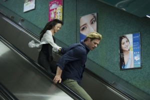 Chen Lien (TANG WEI) and Nicholas Hathaway (CHRIS HEMSWORTH) are on the run in BLACKHAT. ©Universal Pictures/Legendary Pictures. CR: Frank Connor.