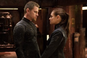 (l-r) CHANNING TATUM as Caine Wise and MILA KUNIS as Jupiter Jones in JUPITER ASCENDING. ©Warner Bros. Entertainment. CR: Murray Close.