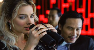 (l-r) Margot Robbie and BD Wong star in FOCUS. ©Warner Bros. Entertainment.
