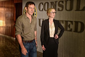 (l-r) Jason Isaacs as Peter, Anne Heche as Lynn in DIG. ©USA Network. CR: Ronen Akerman/USA Network.