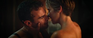 Tris (Shailene Woodley) and Four (Theo James) in THE DIVERGENT SERIES: INSURGENT. ©Summit Entertainment.