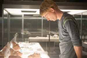 Domhnall Gleeson stars in EX-MACHINA. ©A24 Films.