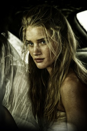 ROSIE HUNTINGTON-WHITELEY stars Splendid (Angharad) in MAD MAX: FURY ROAD. ©Warner Bros. CR: Jasin Boland.