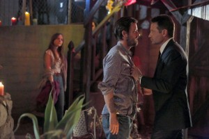 l-r) Gethin Anthony as Charles Manson, David Duchovny as Sam Hodiak at in AQUARIUS. ©NBCUniversal. CR: Vivian Zink/NBC.