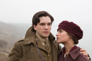 (l-r) Kit Harington as Roland Leighton and Alicia Vikander as Vera Brittain in TESTAMENT OF YOUTH. ©Sony Pictures Classics. CR: Laurie Sparham.