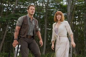 Owen (CHRIS PRATT) and Claire (BRYCE DALLAS HOWARD) in JURASSIC WORLD. ©Universal Studios/Amblin Entertainment. CR: Chuck Zlotnick.