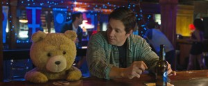 Ted (SETH MACFARLANE) and John (MARK WAHLBERG) catch up over a few beers in TED 2. ©Universal Studios.