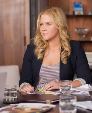 Amy (AMY SCHUMER) in TRAINWRECK. ©Universal Studios. CR: Mary Cybulski.