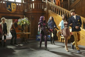 (l-r) CAMERON BOYCE, BOOBOO STEWART, DOVE CAMERON, SOFIA CARSON, SARAH JEFFERY and MITCHELL HOPE star in the DESCENDANTS. ©Disney Enterprises. CR: Jack Rowand.