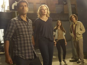 (l-r) Cliff Curtis as Travis, Kim Dickens as Madison, Alycia Debnam Carey as Alicia  and Frank Dillane as Nick in FEAR THE WALKING DEAD. ©AMC Network. CR: Frank Ockenfels 3/AMC