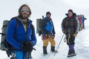 L to R) Scott Fischer (JAKE GYLLENHAAL), Jon Krakauer (MICHAEL KELLY) and Beck Weathers (JOSH BROLIN) in EVEREST. ©Universal Studios. CR: Jasin Boland.
